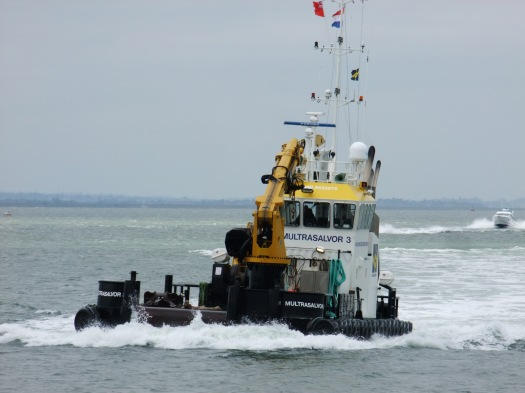 Arrival of the tug-boat crane barge thingy